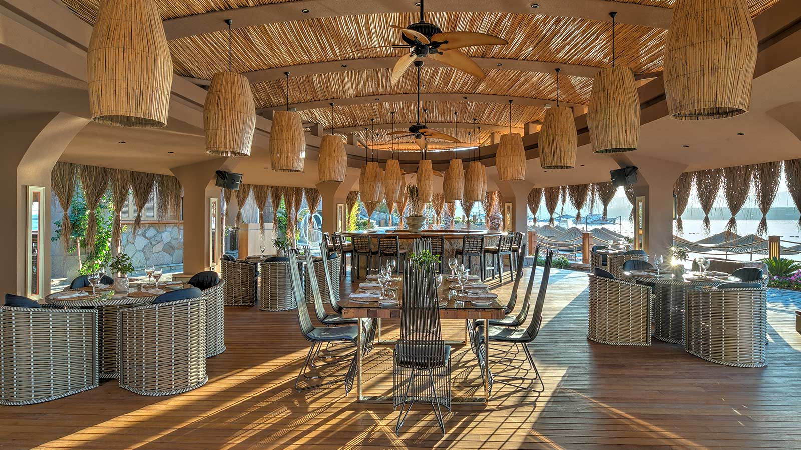 Restaurants Amp Bars Caresse A Luxury Collection Resort