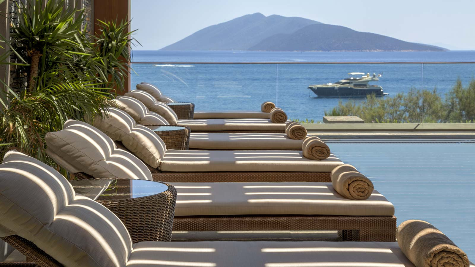 Caresse-a-Luxury-Collection-Resort-Spa-Bodrum-Turkey-SPA-Caresse-Open-Air-Whirlpool-Sunbeds